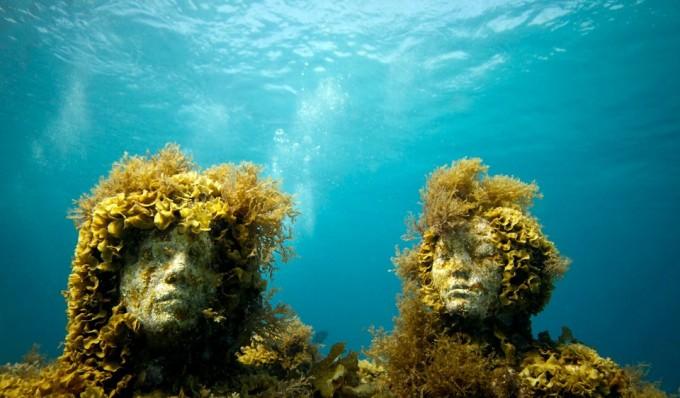 Underwater sculptures by James de Caires Taylor